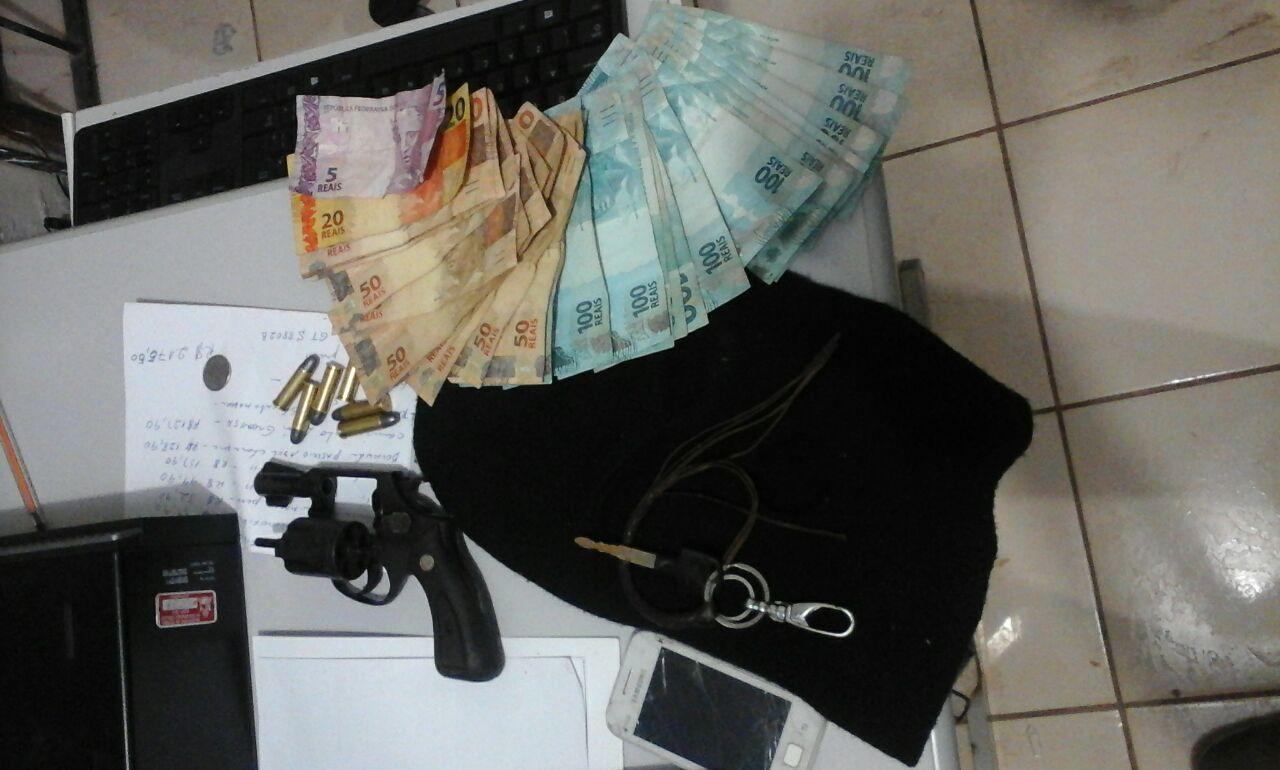 Serviço de Inteligência da PM prende suspeito de assaltar 12 mil reais de depósito de bebida em Chapadinha.