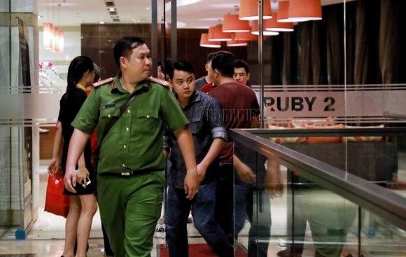 Xông vào nhà bắt trẻ nhỏ: Cận cảnh khám nhà bị can Lâm Hoàng Tùng 7