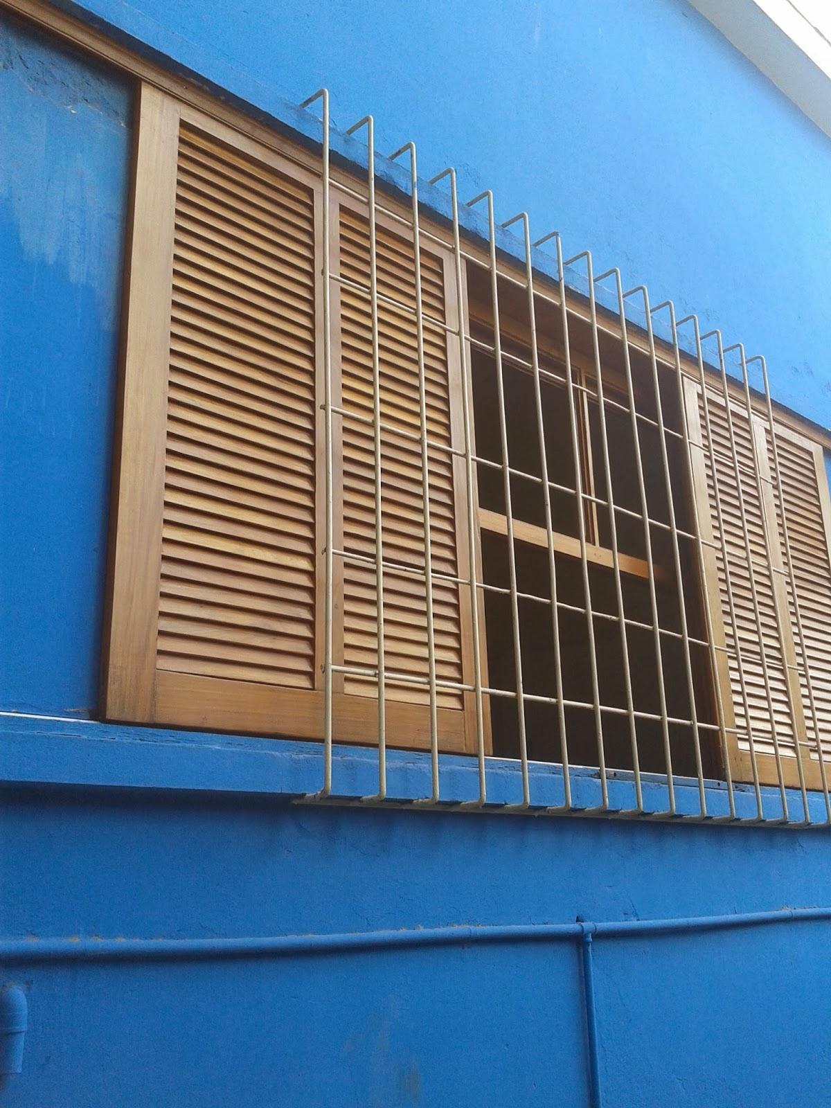 #106FBB em janela de guilhotina restauração em portas e janelas  1432 Reparação Vidros Janelas