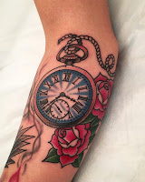 часы тату розы