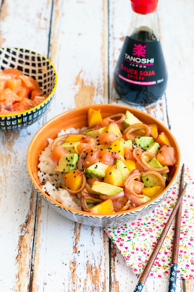 recette poke bowl saumon avocat et pêche