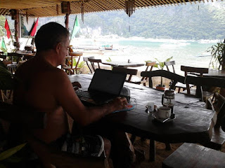 Picture of Rafael Martinez-Minuesa working remotely from El Nido