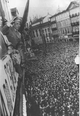 Humberto Delgado aclamado por milhares de pessoas nas ruas do Porto