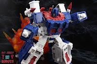 Transformers Kingdom Ultra Magnus 22
