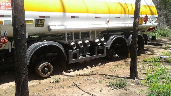 Caminhoneiro é amarrado em assalto e criminosos roubam todos os pneus