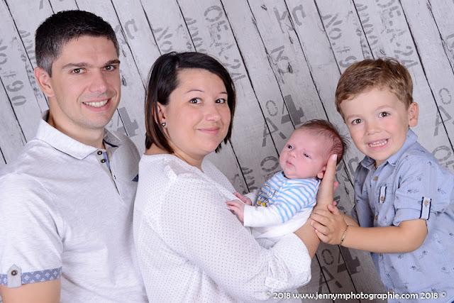 photo famille avec bébé