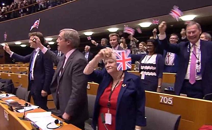 Eurodeputados pro-Brexit ao Parlamento europeu: Goodbye!