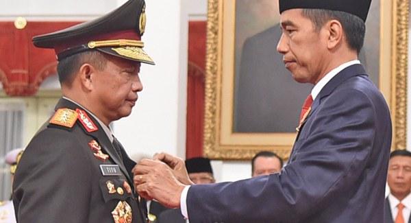 presiden Joko Widodo melantik Tito Karnavian sebagai Kapolri