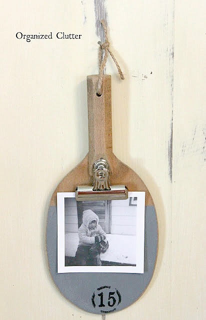 Ping Pong Paddle Photo Holders #upcycle #repurpose #photodisplay #stencil