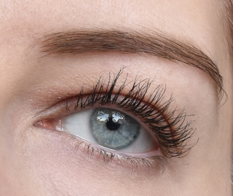 ARDELL Wispies-Look - Wispies Fiber Building Mascara Tragebild