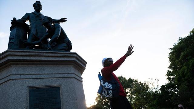 Trump se preocupa más por derribo de estatuas que por la COVID-19