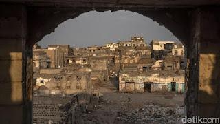Serangan Syiah Houthi Picu Kebakaran di Yaman, Puluhan Migran Tewas