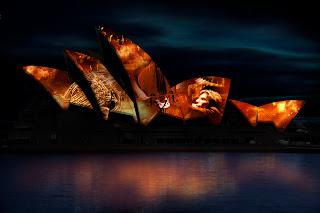 La représentation du YouTUbe Symphony Orchestra 2011 sera accompagnée de projections sur la voilure de l'Opéra.