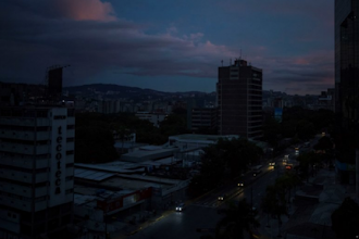 Στο απόλυτο σκοτάδι η Βενεζουέλα – «Δεχθήκαμε ηλεκτρομαγνητική επίθεση»