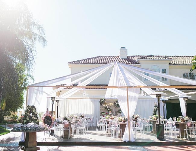 Inspiracje ślubne, Wesele na tarasie, Wesele w Dolinie Cedronu inspiracje, Przyjęcie weselne pod namiotem, Drewniane szpule na wesele, Stylizacja ślubna, Wyjątkowe miejsce na wesele, Przygotowania do wesela, Planowanie wesela, Wesele latem