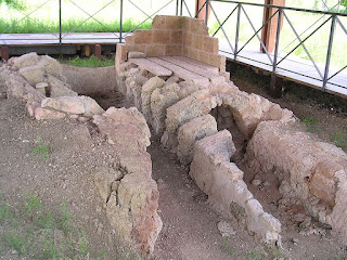 San Mauro is also notable for the ruins of former Roman brick furnaces discovered during digging for a canal