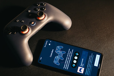 Stadia controller and phone
