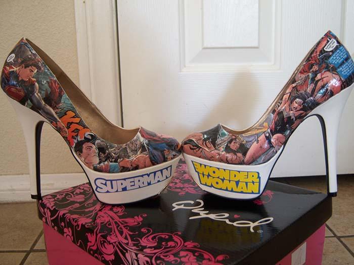 superman wonder woman baskılı topuklu ayakkabı
