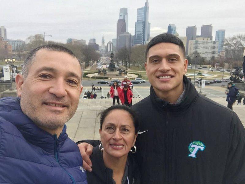 Sammis Reyes quedó en el plantel oficial de Washington y su papá está feliz