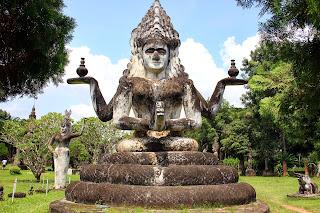 Cemento statua di Buddha nel Parco di Buddha