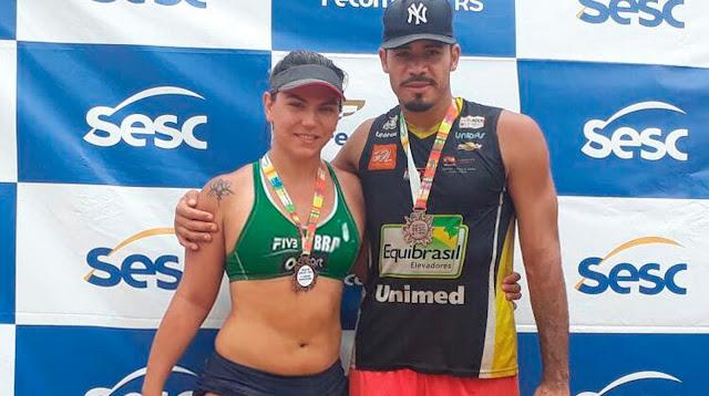 Jogadora trans Carol Lissarassa foi obrigada a competir no masculino do vôlei de praia