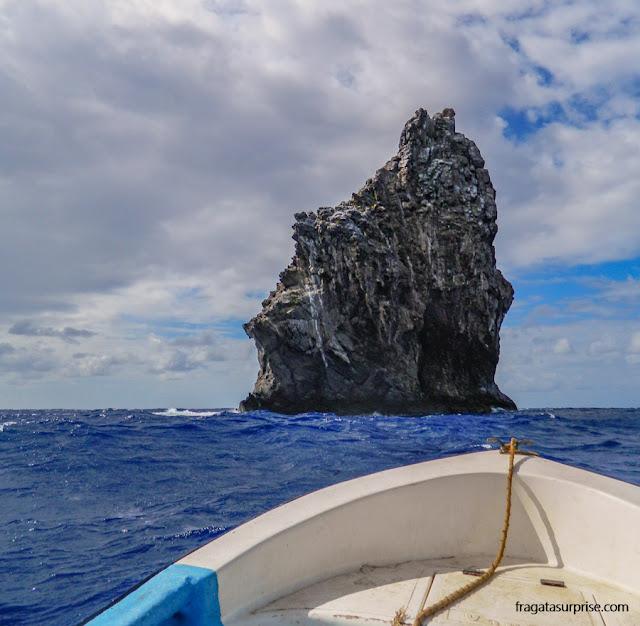 Meu barquinho se aproximando do Motu Kao Kao, na Ilha de Páscoa