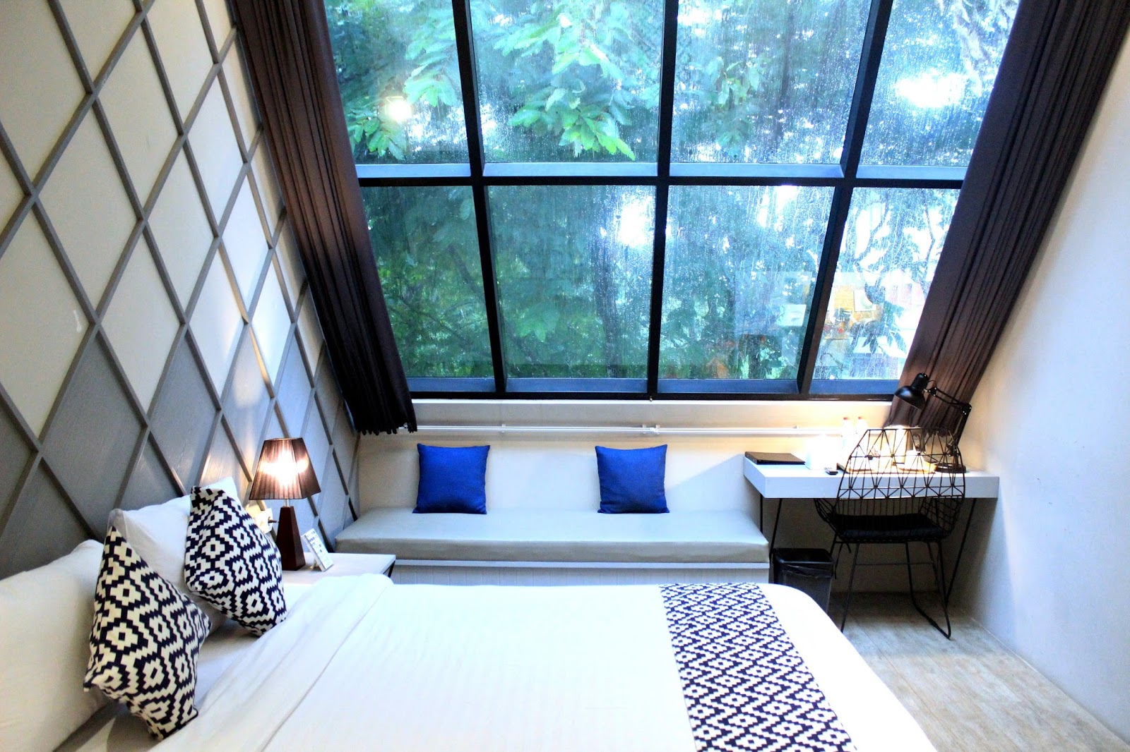 HOTEL REVIEW BEEHIVE BOUTIQUE HOTEL BANDUNG