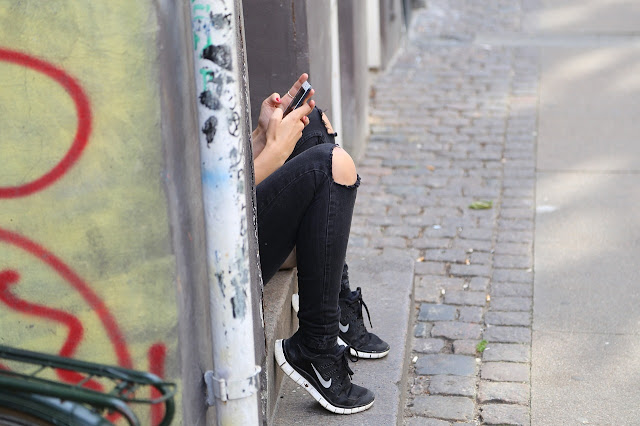 People Panic As WhatsApp, Instagram And Facebook Messenger Stop Working