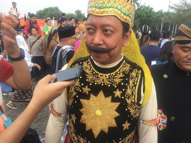 Kostum Gatot Kaca Romi yang Bikin Jokowi-Prabowo Tertawa
