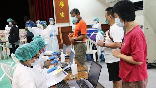 員林國小疫苗快打站人氣旺 員榮醫療體系預估近千人接種