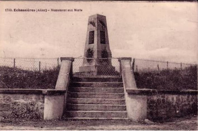 CPA monuments aux Morts de l'Allier, Echassières