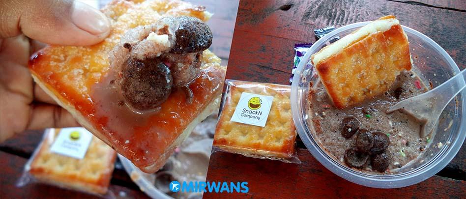 Es Kepal Milo dicocol Gabin Tape – Jajanan Kekinian 2018 di Pekanbaru, Es Kepam Milo ini kelihatannya seger banget di foto. Memang sih jajanan kekinian yang berbahan dasar es serut yang diberi semacam fla milo, kemudian ditaburi dengan topping pilihan