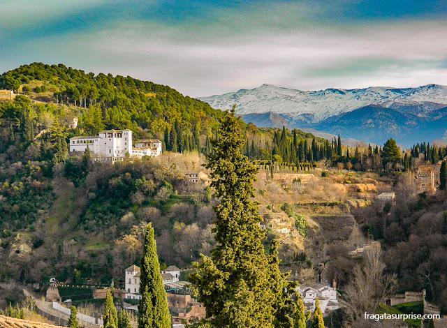 Generalife visto do Mirante de San Nicolás, no Albaicín, Granada