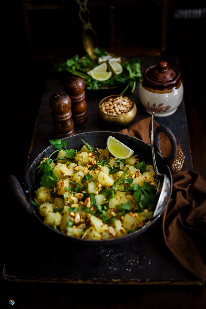 This very simple yet hits the right spot! Boiled cassava stir fried with fresh ginger and chillies and generously topped with fresh coriander and toasted peanuts. It is suitable for fasting.