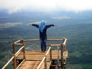 jembatan selfie gunung sendaren desa panusupan