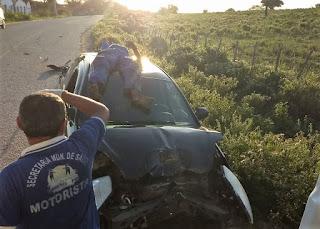 Colisão é registrada no Damião; motociclista ficou em cima do veículo
