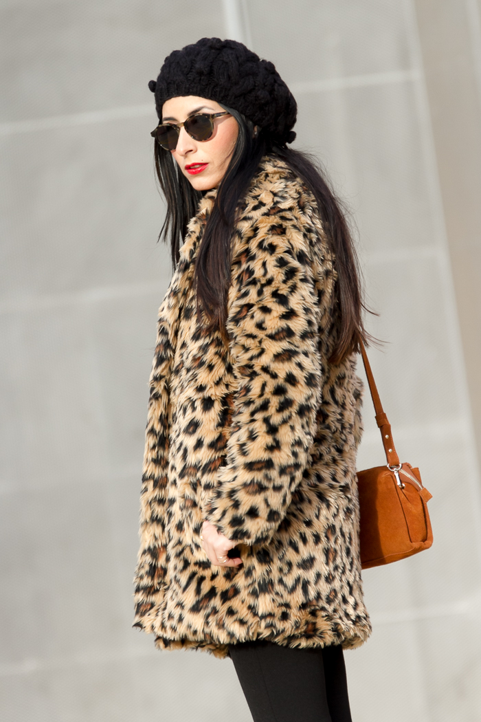 diseños atractivos zapatos de otoño acogedor fresco Leopard Faux Fur Coat and Red Lips | With Or Without Shoes ...