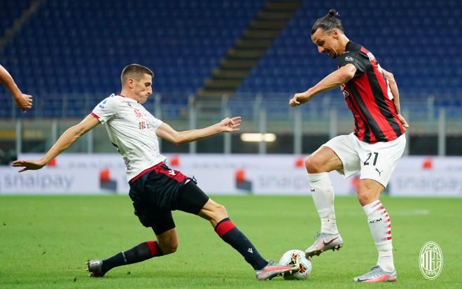 """Video AC Milan - Cagliari: Ibrahimovic """"nổ súng"""", chiến thắng 3 SAO"""