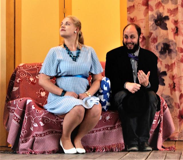 Agafja, a menyasszony és Padkoljószin hivatalnik a lévaiak előadásában: Komáromi Eni és Scheffer Ádám