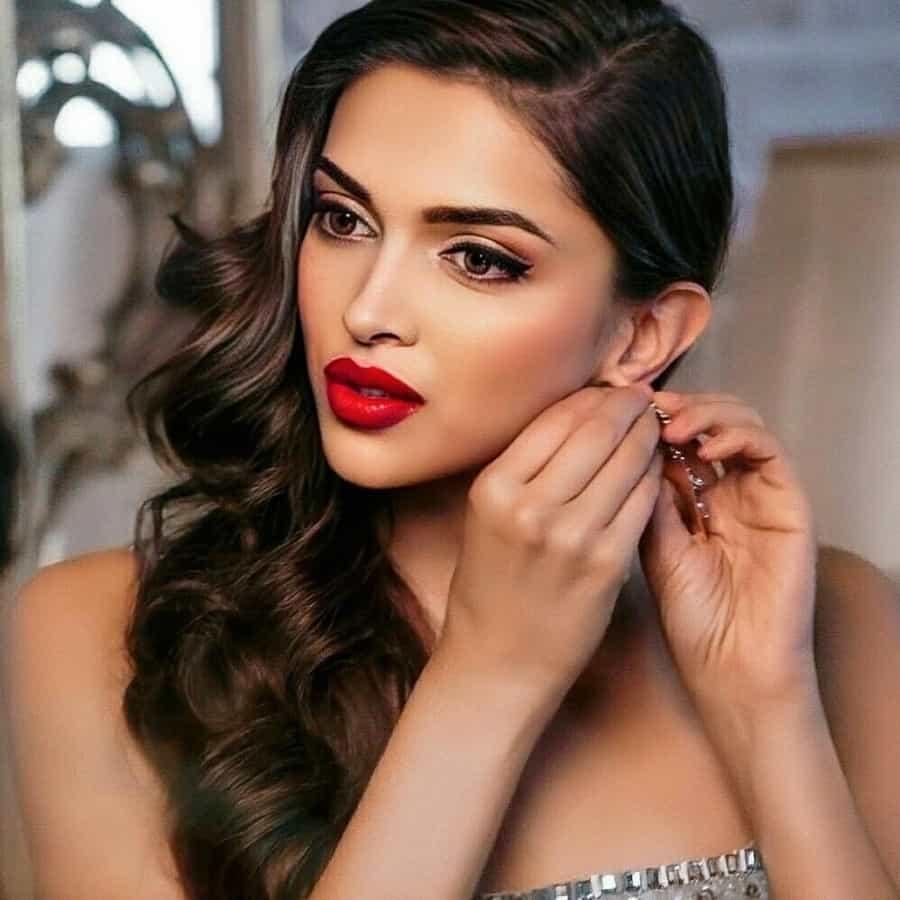 Deepika Padukone Hair, Deepika Padukone Face
