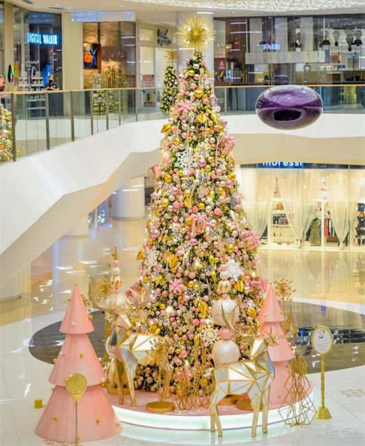 SM Maison's elegant 35-foot blush pink tree