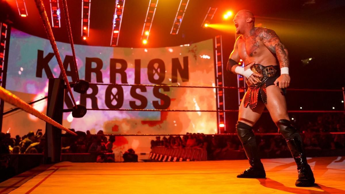 Karrion Kross estreia nova máscara no WWE RAW