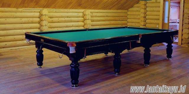 ide dekorasi ruang billiard - menggunakan lantai kayu sintetis
