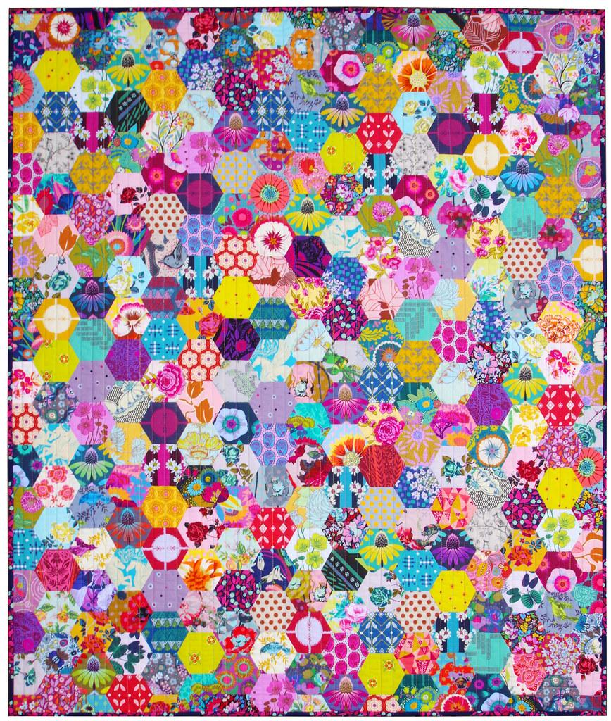 Anna Maria Horner Hexagon Quilt ® Red Pepper Quilts 2021