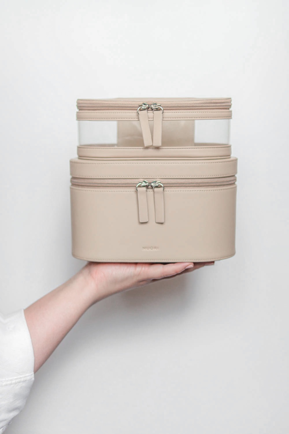 Nuori-Accessories-Getaway-Travel-Case-Neutral-Review