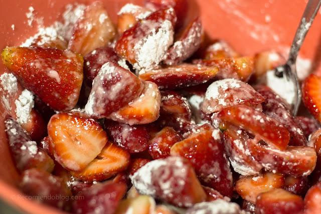 Kuchen de miga relleno de frutillas