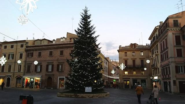 Piazza del Comune e Corso Mazzini sullo sfondo - Osimo