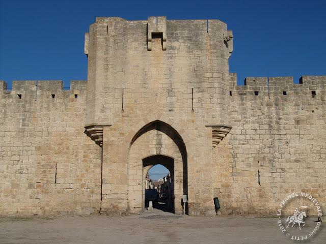 AIGUES-MORTES (30) - Les remparts médiévaux