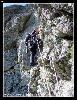 Escalando el cuarto largo del Diedro del Spijeoles