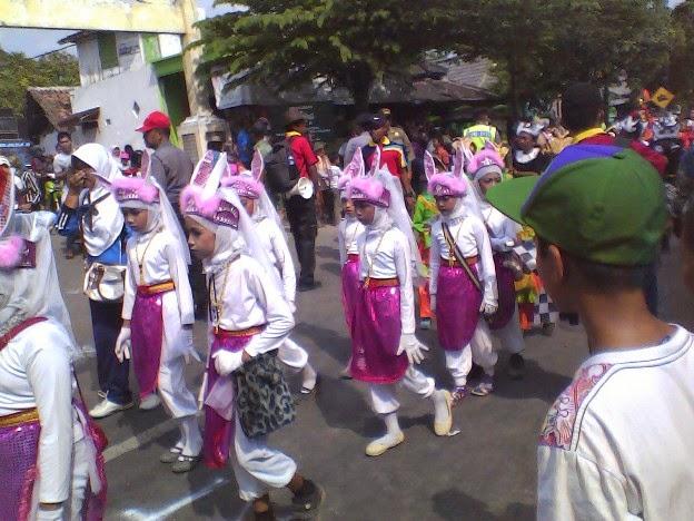 kostum kelinci karnaval SD Negeri Lajukidul 2 Karnaval Singgahan tuban